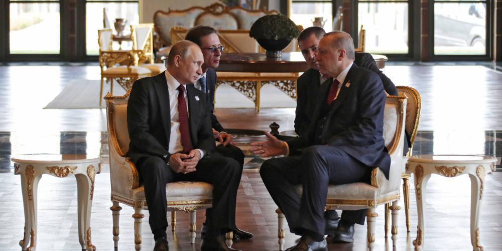 Απίστευτη κίνηση Ερντογάν: Δώρισε στον Πούτιν βιβλίο με θέμα το μνημόνιο με τη Λιβύη!