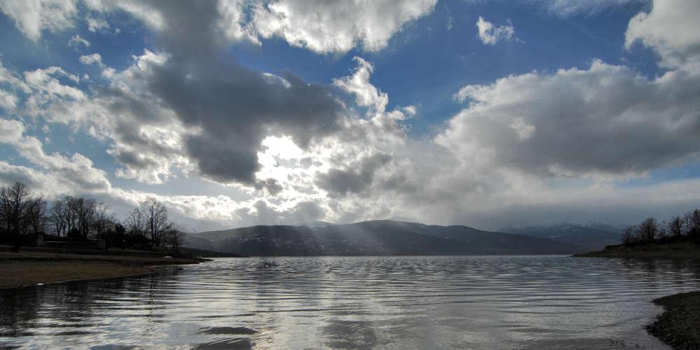 Πρόγνωση καιρού: Ξανά φθινοπωρινός ο καιρός, έρχονται βροχές και συννεφιά