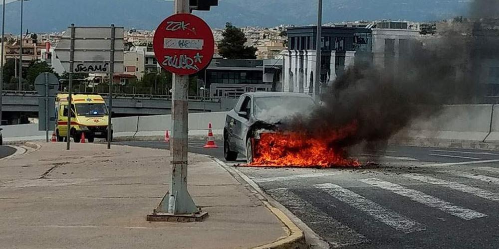 Στις φλόγες αυτοκίνητο στο «δαχτυλίδι» στο Μαρούσι [εικόνες]