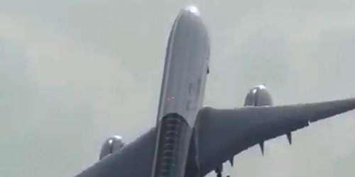 Φωτιά σε αεροπλάνο στο αεροδρόμιο της Τεχεράνης – Αγωνία για τους επιβάτες