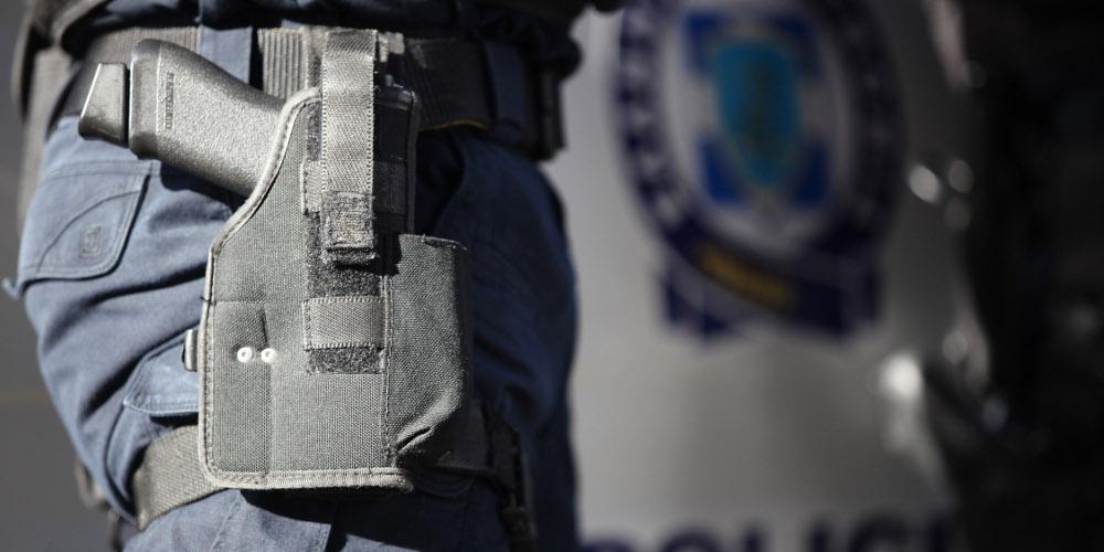 Έκλεψαν όπλο αστυνομικού στους Αμπελόκηπους μετά από διάρρηξη