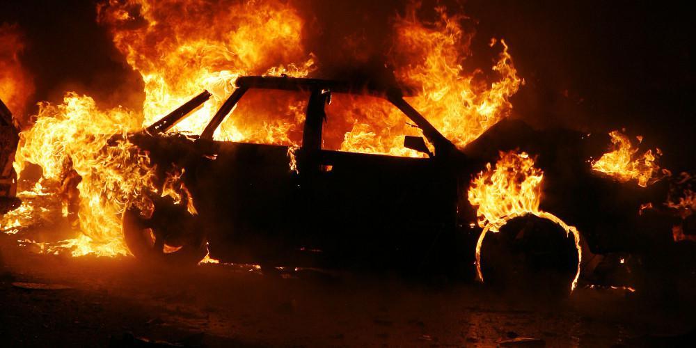 Εμπρησμοί αυτοκινήτων σε Αττική και Θεσσαλονίκη τα ξημερώματα