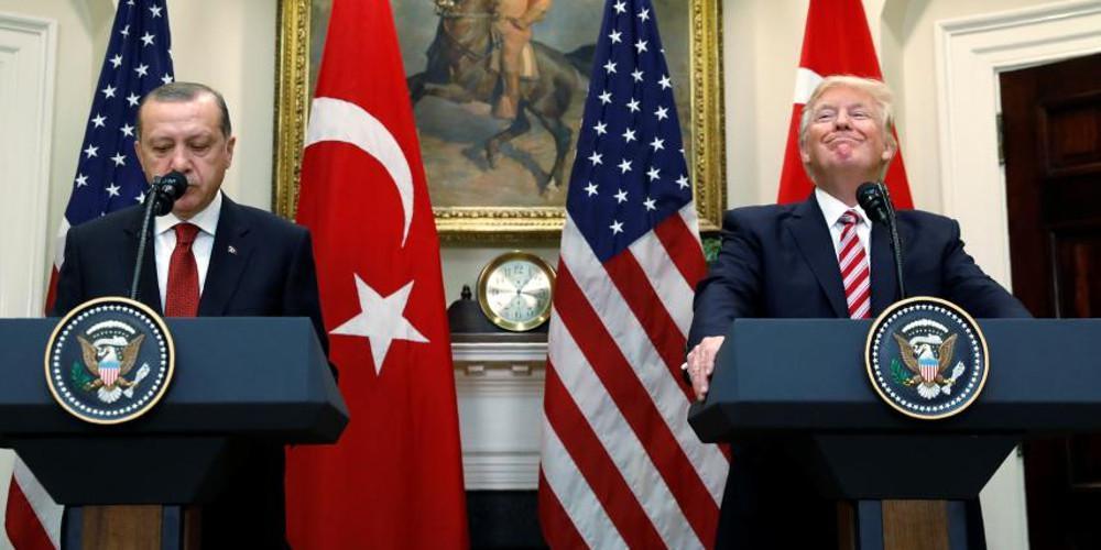 Υπέγραψε τις κυρώσεις κατά της Τουρκίας ο Τραμπ – Μαίνεται η μάχη στο Μανμπίτζ της Συρίας