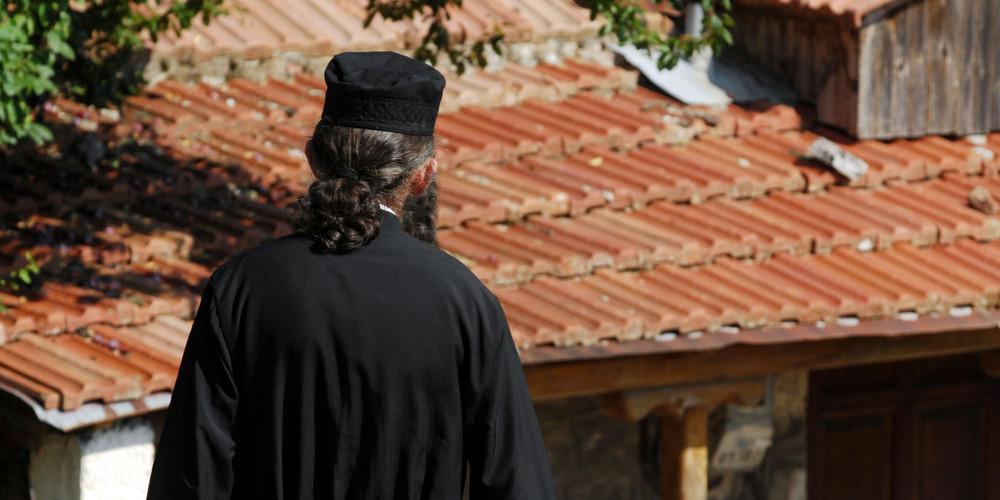 Χαμός στην Κάλυμνο: Σε δίμηνη αργία Ιερέας που αρνείται τις υποδείξεις της Μητρόπολης για τον κορωνοϊό