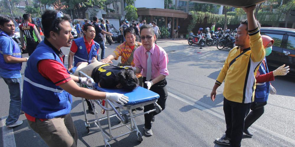 Πολλοί τραυματίες και εγκλωβισμένοι μετά από κατάρρευση κτιρίου στη Τζακάρτα