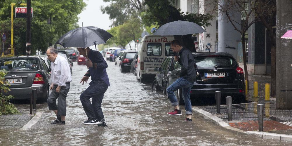 Καιρός: «Ανοίγουν οι ουρανοί» από το μεσημέρι - Ισχυρές βροχές και καταιγίδες