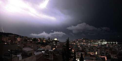 Πρόγνωση καιρού: Τέλος η ζέστη, έρχονται καταιγίδες και χαλάζι