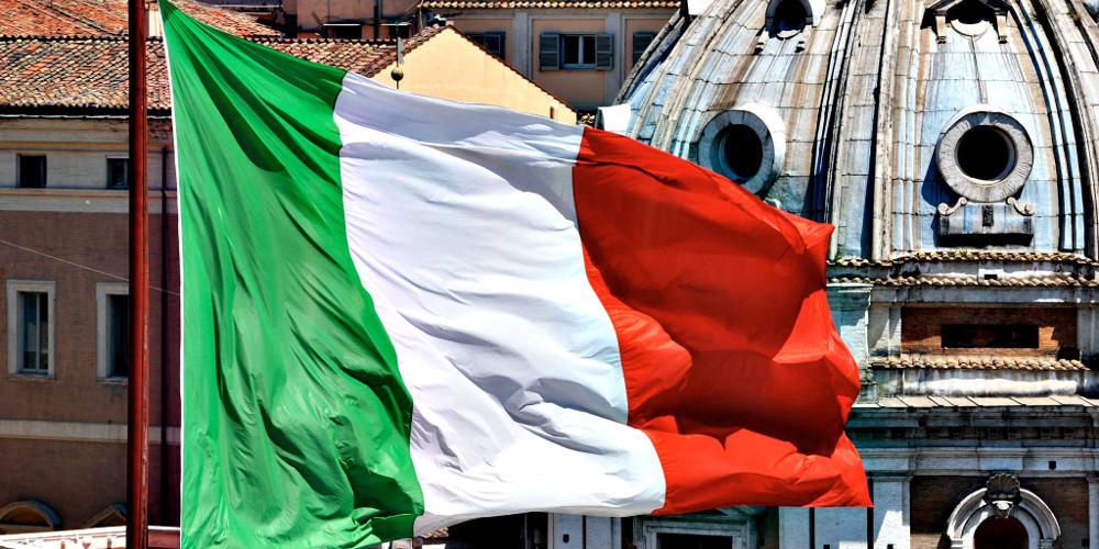 Πόλεμο στα μέσα κηρύσσουν οι λαϊκιστές στην Ιταλία