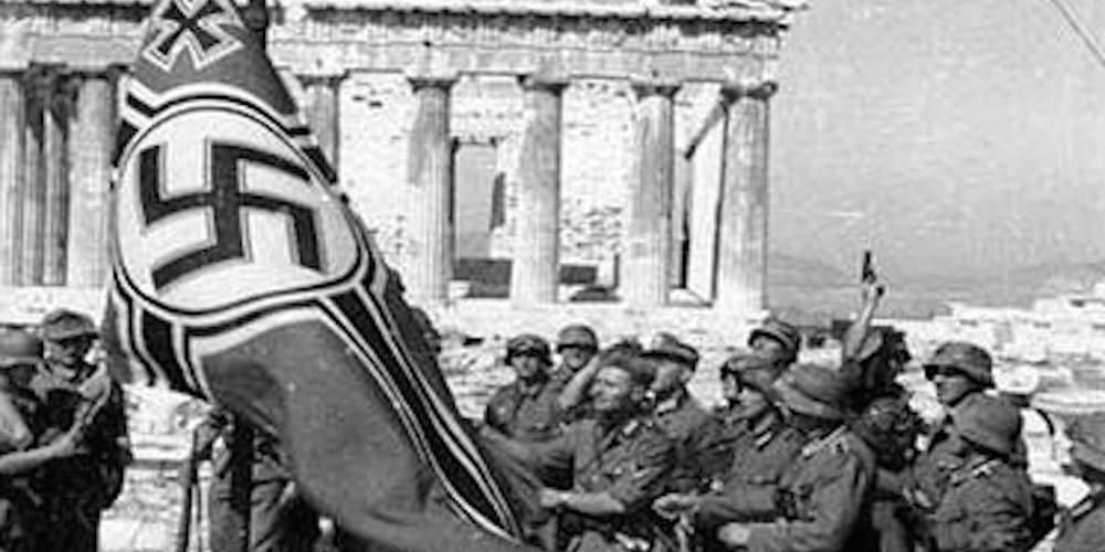 Σαν σήμερα το 1941 Γλέζος και Σάντας κατεβάζουν την ναζιστική σημαία από την Ακρόπολη
