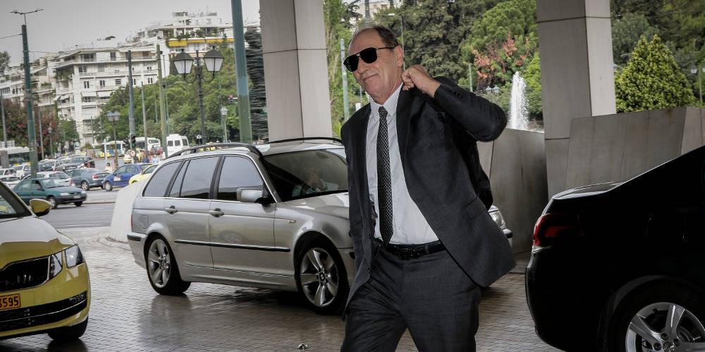 Ο Σταθάκης εκτέθηκε από τον Ε.Τ. της Κυριακής και ακυρώνει τα πρόστιμα για πολεοδομικές παραβάσεις στο Μάτι