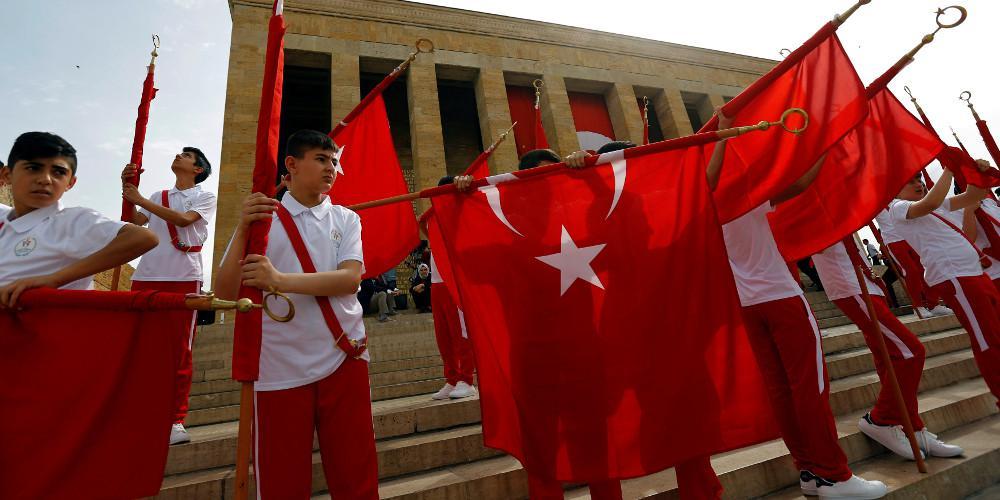 Απολύονται περισσότεροι από 18.000 εργαζόμενοι στο δημόσιο στην Τουρκία