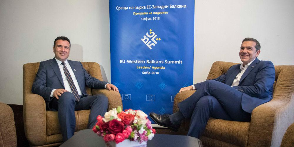Reuters: Γιατί ο Τσίπρας βιάζεται να λύσει το Σκοπιανό