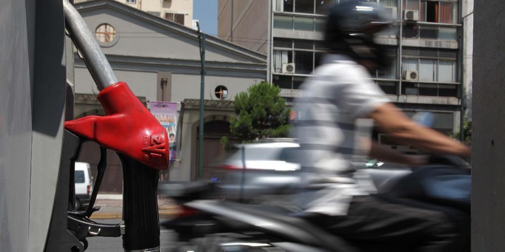 Απελπισία με την βενζίνη: Η τιμή της αγγίζει τα δύο ευρώ το λίτρο [πίνακας]