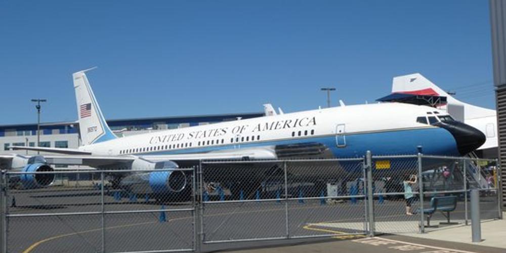 Στην Κρήτη προσγειώθηκε το εφεδρικό Air Force 1 του Τραμπ