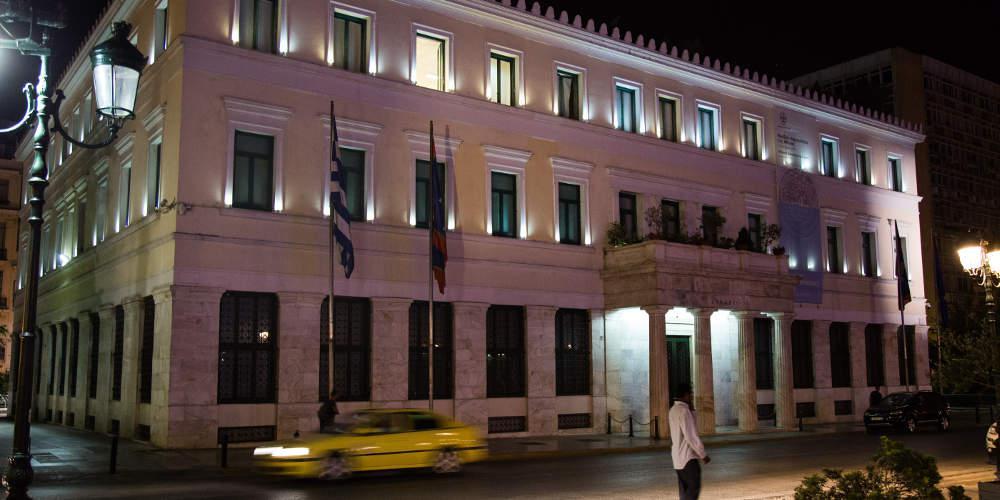 Ναρκωτικά και λαθρεμπόριο δίπλα στο δημαρχείο στην Αθήνα