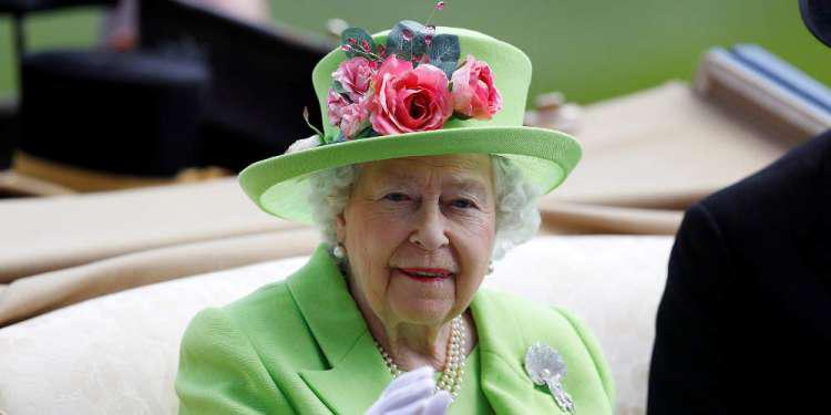 Κορωνοϊός: Ακυρώνονται οι εορτασμοί για τα γενέθλια της βασίλισσας Ελισάβετ - Πρώτη φορά στα 68 χρόνια της βασιλείας της