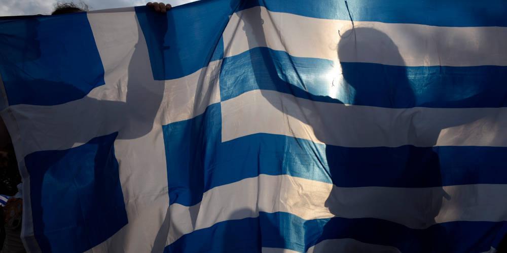 Ο Ελληνας λατρεύει την πολιτική, μισεί την ζωή του, ζει σε δυάρι και αμείβεται λίγο