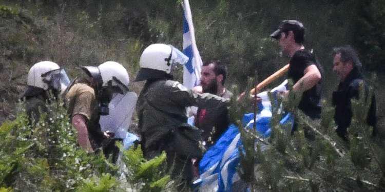 Επεισόδια στις Πρέσπες: Τραυματίες και χημικά στη συγκέντρωση για το Σκοπιανό!