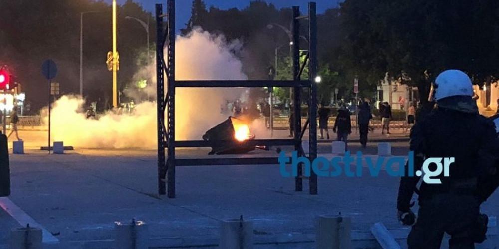 Σοβαρά επεισόδια στην Θεσσαλονίκη με χημικά και πετροπόλεμο [βίντεο]