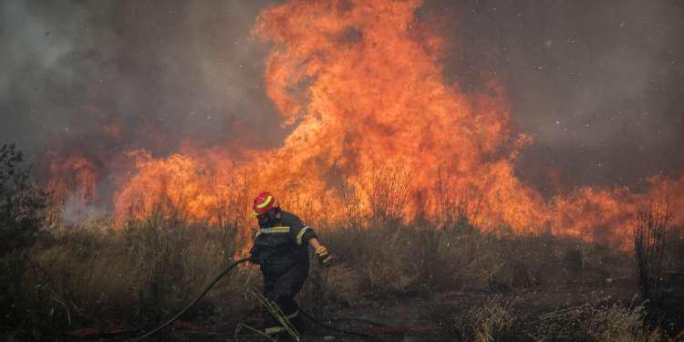 Μεγάλη πυρκαγιά στη Σκοπέλο – Σηκώθηκαν αεροπλάνα