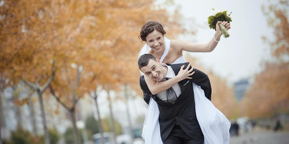 Απίστευτη γκάφα  Έκανε πρόταση γάμου και το δαχτυλίδι έπεσε στον υπόνομο   βίντεο  2bdf2469a73