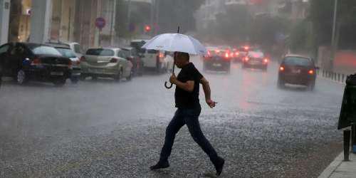Καιρός: Βροχές, καταιγίδες και απαντλήσεις υδάτων στην Αττική – Ανησυχία για τις πυρόπληκτες περιοχές