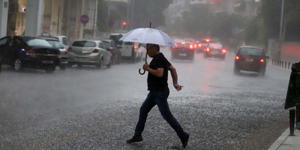 «Αγριεύει» πάλι ο καιρός: Καταιγίδες και χαλαζοπτώσεις την Τρίτη