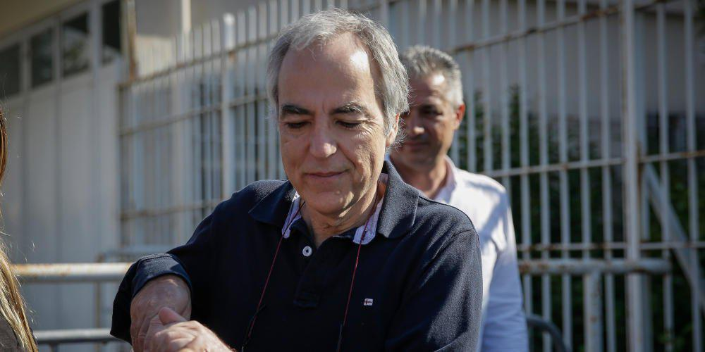 Στην εντατική μεταφέρεται ο Δημήτρης Κουφοντίνας - «Κρίσιμη η κατάσταση της υγείας του», λέει η δικηγόρος του