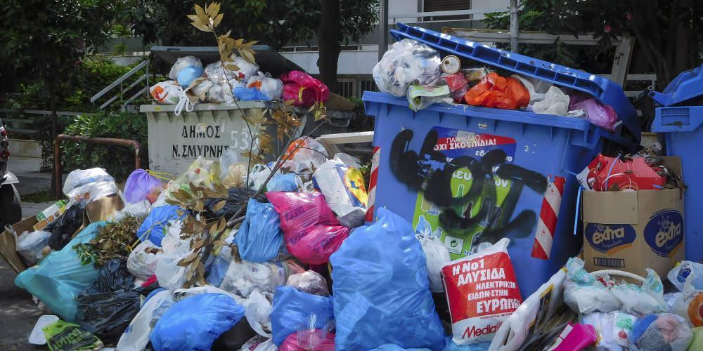 H μάχη της Κέρκυρας με τα σκουπίδια στον Independent