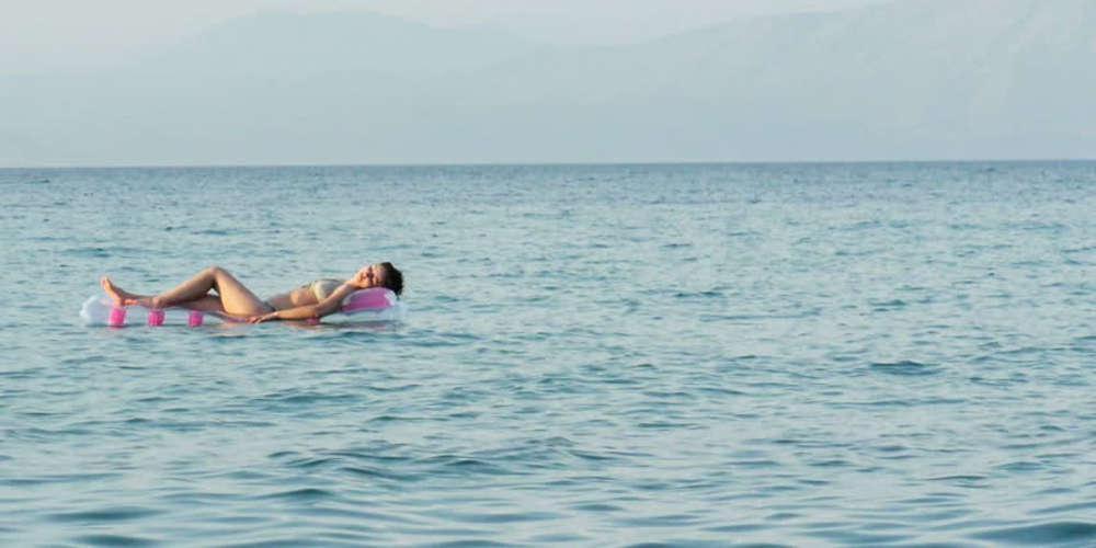 Απίστευτο: Πάνω σε στρώμα θαλάσσης μεσοπέλαγα εντοπίστηκε η Ρωσίδα που αγνοούνταν στην Κρήτη