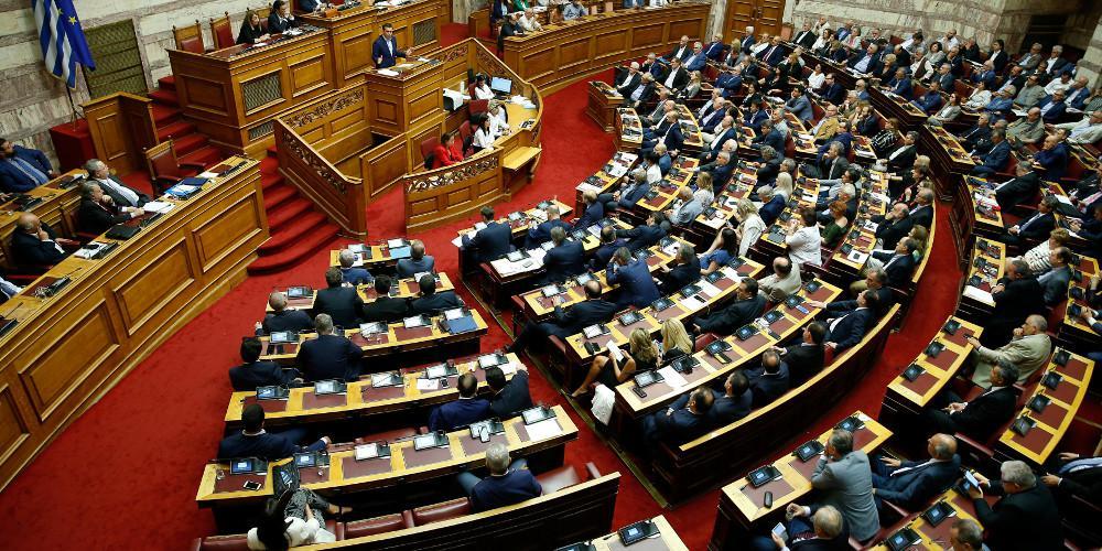 «Θερμό» επεισόδιο στη Βουλή με τον Κασιδιάρη να προσπαθεί να εισβάλει στο γραφείο του Βούτση
