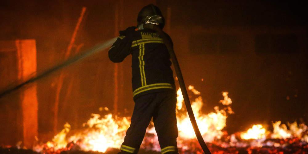 Αποκάλυψη από Μακεδόνα πυροσβέστη: Μόνο από το ίντερνετ μάθαμε για τις πυρκαγιές