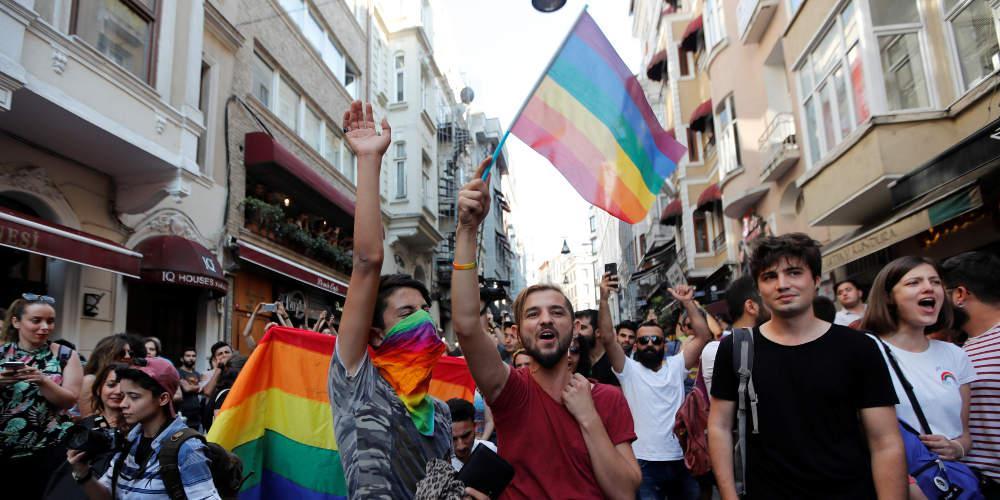 Στην φυλακή δημοσιογράφος γιατί πήρε συνέντευξη από ομοφυλόφιλο στην Αίγυπτο