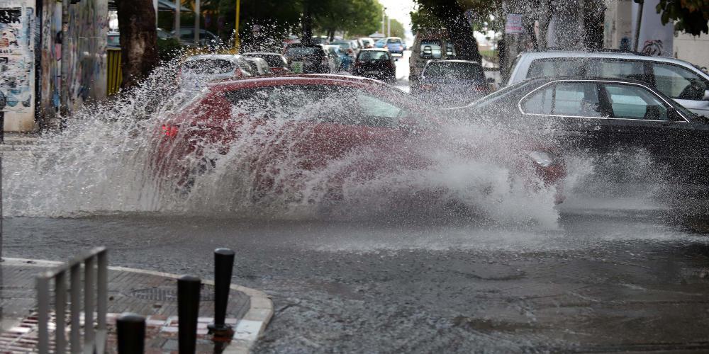 Πρόγνωση καιρού: Αποπνικτική ατμόσφαιρα με βροχές και ζέστη