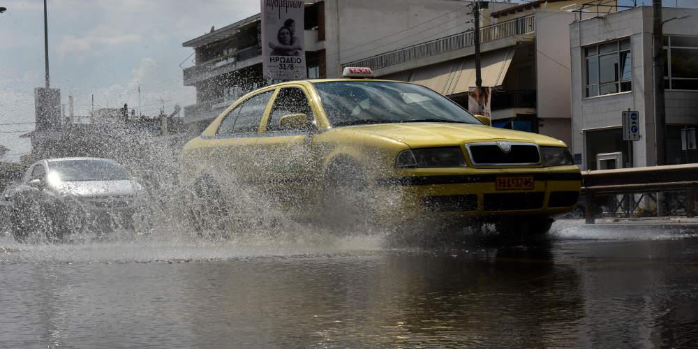 Κακοκαιρία «Αθηνά»: Βροχές και καταιγίδες «πνίγουν» το Σάββατο όλη τη χώρα