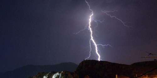 Οι καταιγίδες της Κυριακής στην Αττική σε ένα εντυπωσιακό βίντεο