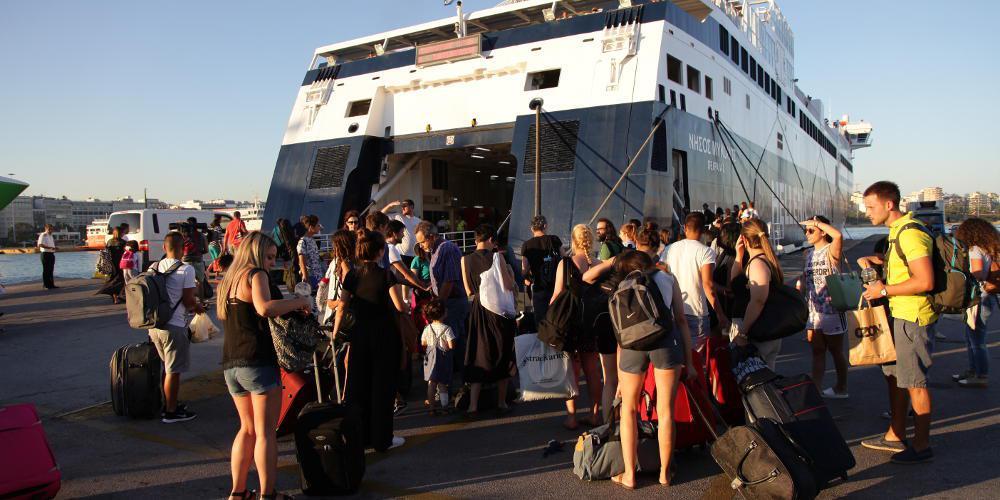 Χαμός στο λιμάνι του Πειραιά: Έχασαν το πλοίο τους λόγω της κίνησης