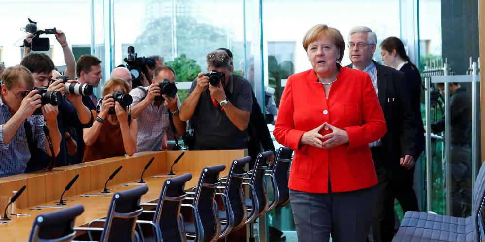 Κριτική του Spiegel στη Μέρκελ: «Μικροπρεπής και δειλή» η άρνηση του Βερολίνου για ευρωομόλογα