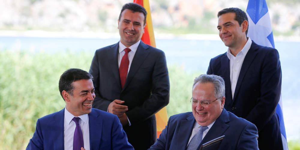 Ένας χρόνος από την υπογραφή της συμφωνίας των Πρεσπώ – Μόνο ο Κοτζιάς την θυμήθηκε [εικόνες]
