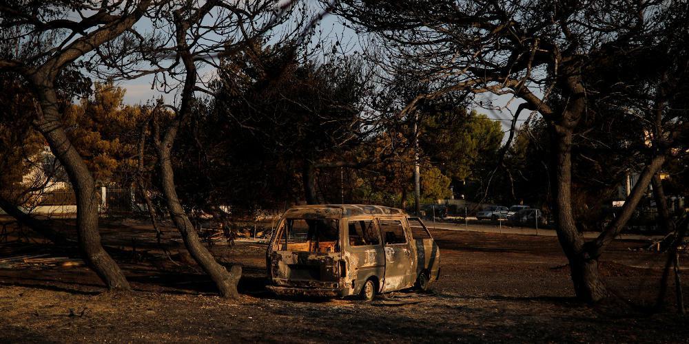 Μπάχαλο με τις μακάβριες λίστες νεκρών και αγνοουμένων από την πυρκαγιά