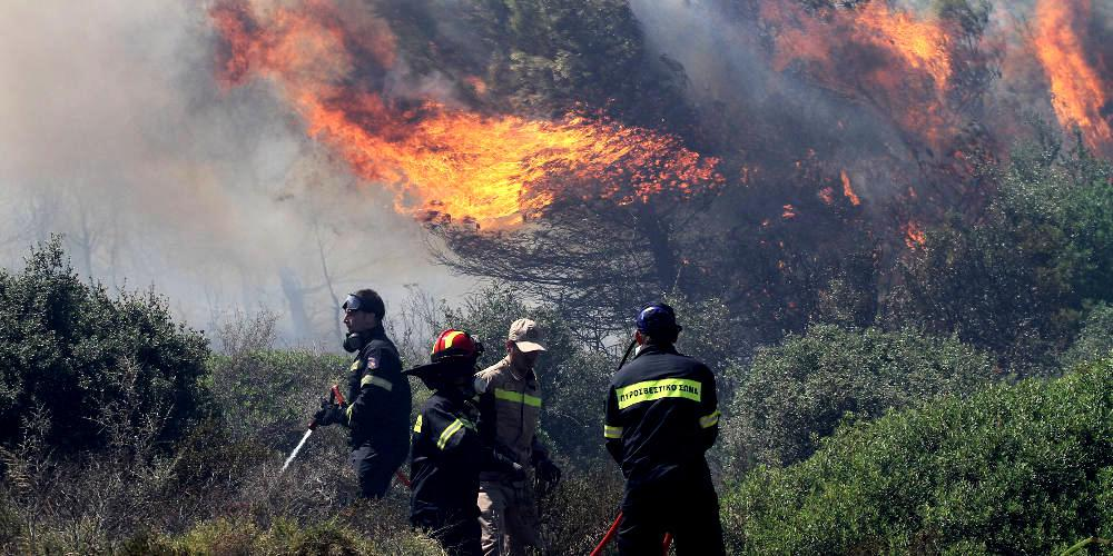 Μεγάλη φωτιά στην Αχαΐα: Εκκενώνεται προληπτικά η κοινότητα Δροσιά
