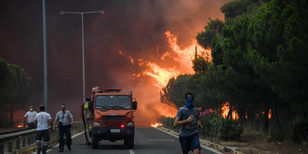 Φωτιά στην Αμφίκλεια: Εκκενώθηκαν κατασκηνώσεις με εκατοντάδες παιδιά