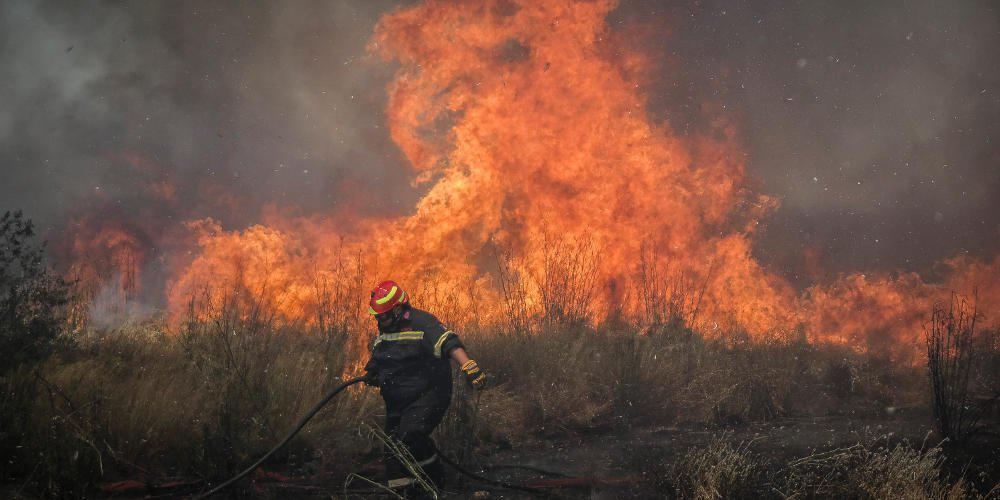 Μεγάλη πυρκαγιά στη Ζάκυνθο: Εκκενώνονται σπίτια στο χωριό Κερί