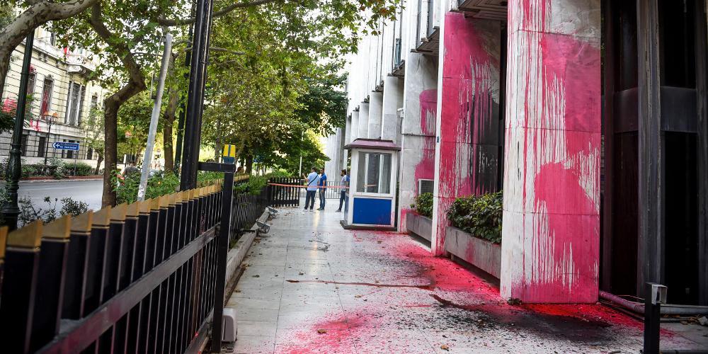 Ανακοίνωση της Ενωσης Διπλωματικών Υπαλλήλων για την επίθεση Ρουβίκωνα στο ΥΠΕΞ