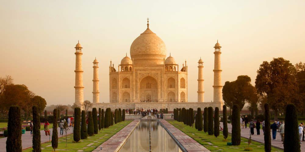 Πενταπλασιάστηκε το εισιτήριο στο Ταζ Μαχάλ για να «προστατευθεί» από τις ζημιές των τουριστών
