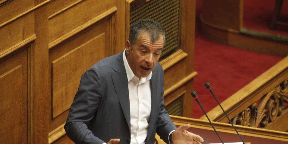 Τελευταία ομιλία Θεοδωράκη στη Βουλή: Αποχωρώ πολιτικά ηττημένος, ανθρώπινα θλιμμένος, αλλά περήφανος [βίντεο]