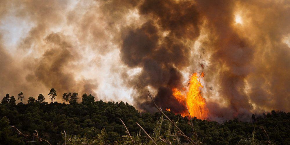 Υπό μερικό έλεγχο τέθηκε η πυρκαγιά στο Νέο Ικόνιο στο Πέραμα