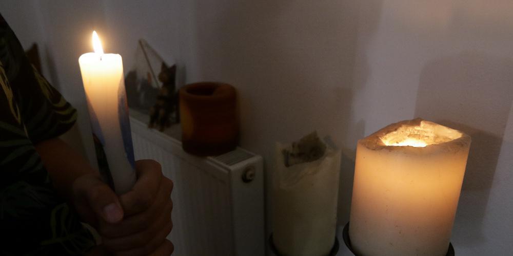Ζωή στο σκοτάδι στην Δράμα: «Ανάβουμε φωτιά και βάζουμε την κατσαρόλα για να μαγειρεύουμε»
