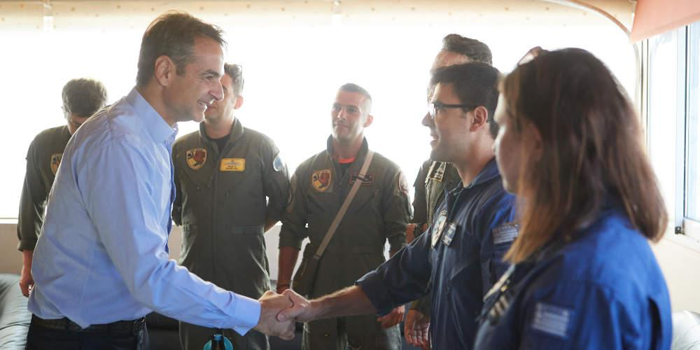 Την βάση των καναντέρ επισκέφθηκε ο Κυριάκος Μητσοτάκης όπου συνομίλησε με πιλότους