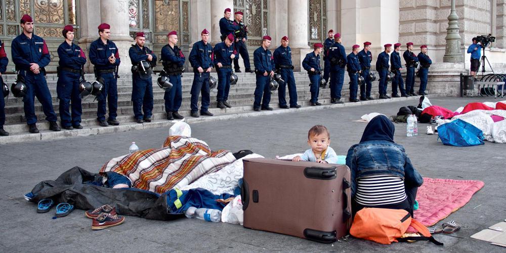 Απίστευτο: Η Ουγγαρία αφήνει νηστικούς τους πρόσφυγες για να αναγκαστούν να φύγουν!